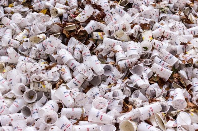 plastic-cups-973103_1920